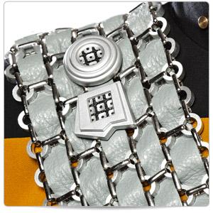 sttng-worf-baldric-emblem-close-up-thumb